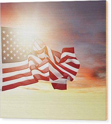 American Pride Wood Print by Les Cunliffe