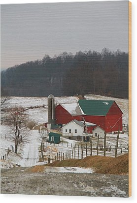 Amish Barn In Winter Wood Print by Dan Sproul