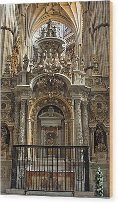 Wood Print featuring the photograph An Alter In The Salamanca Cathedral by Farol Tomson
