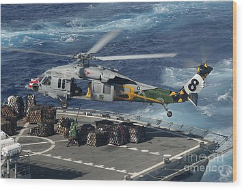 An Mh-60s Sea Hawk Helicopter Picks Wood Print by Stocktrek Images