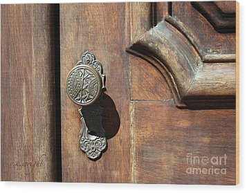 The Old Victorian Chic Wood Print by Yvonne Wright