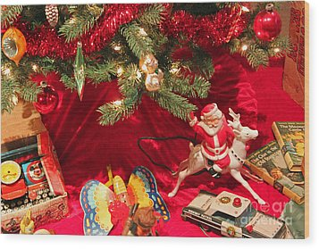 An Old Fashioned Christmas - Santa Claus Wood Print by Suzanne Gaff