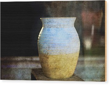 An Old Pot In Vintage Background Wood Print