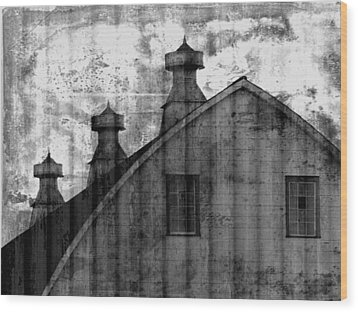 Antique Barn - Black And White Wood Print