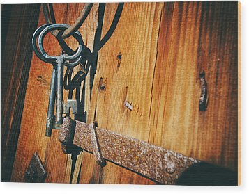 Antique Keys And Rings Wood Print by Christian Lagereek