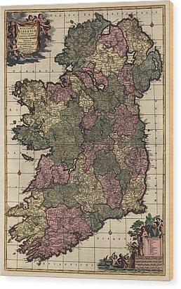 Antique Map Of Ireland By Frederik De Wit - Circa 1700 Wood Print