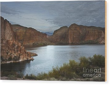 Apache Trail Canyon Lake Wood Print by Lee Craig