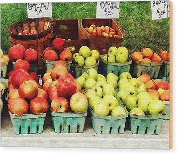 Apples At Farmer's Market Wood Print by Susan Savad