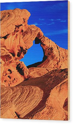 Arch Rock In The Valley Of Fire Wood Print by Eric Foltz