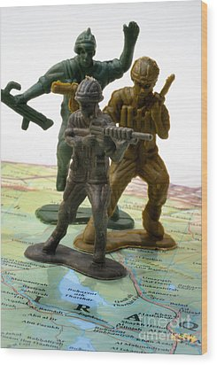Armed Toy Soliders On Iraq Map Wood Print by Amy Cicconi