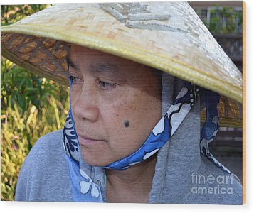 Attractive Filipina Woman With A Mole On Her Cheek And Wearing A Conical Hat Wood Print by Jim Fitzpatrick