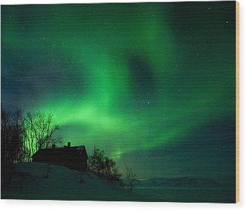 Aurora Over Lake Tornetrask Wood Print by Max Waugh