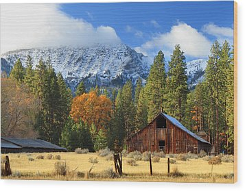 Autumn Barn At Thompson Peak Wood Print
