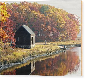 Autumn Boathouse Wood Print by Elaine Franklin