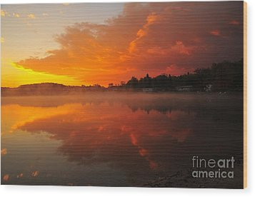 Autumn Sunrise At Stoneledge Lake Wood Print by Terri Gostola