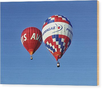 Avis Balloon Wood Print by John Swartz