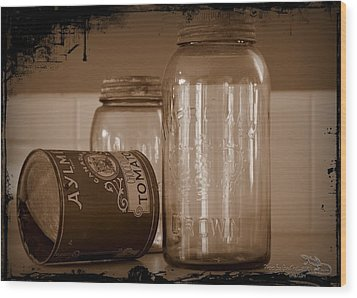 Aylmer Tomatoes Daysofold Wood Print by Guy Hoffman