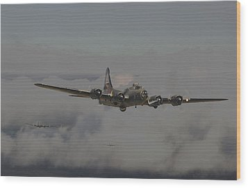 B17 Outbound - 'heavy Weather' Wood Print by Pat Speirs