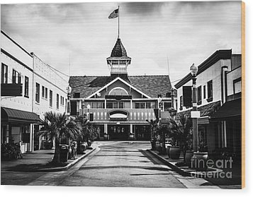 Balboa California Main Street Black And White Picture Wood Print by Paul Velgos