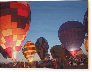 Balloon-glow-7783 Wood Print by Gary Gingrich Galleries
