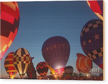 Balloon-glow-7808 Wood Print by Gary Gingrich Galleries