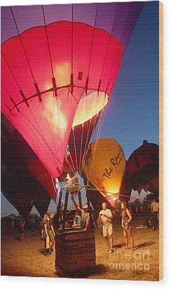 Balloon-glow-7831 Wood Print by Gary Gingrich Galleries