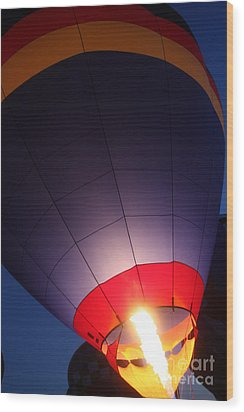 Balloon-glowpurple-7710 Wood Print by Gary Gingrich Galleries