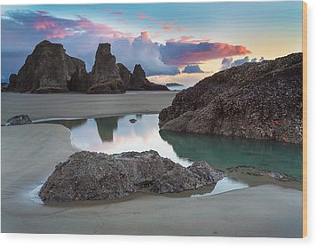 Bandon By The Sea Wood Print by Robert Bynum