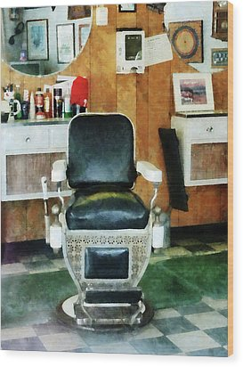 Barber - Barber Chair Front View Wood Print by Susan Savad