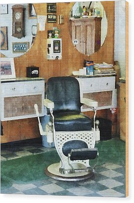 Barber - Barber Shop One Chair Wood Print by Susan Savad