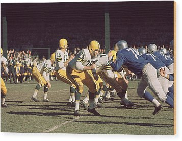 Bart Starr Drops Back Wood Print by Retro Images Archive