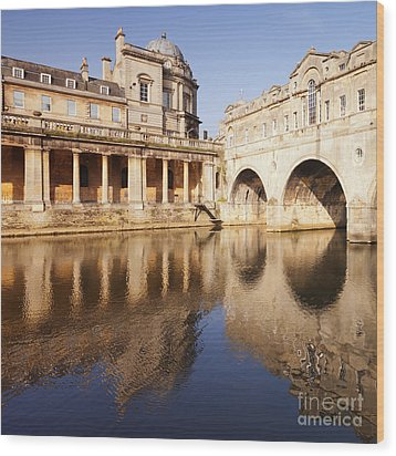 Bath Pulteney Bridge And Colonnade Bath Wood Print by Colin and Linda McKie