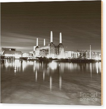 Wood Print featuring the photograph Battersea Power Station by Mariusz Czajkowski