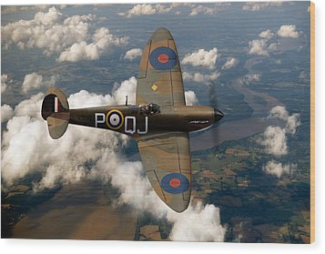 Battle Of Britain Spitfire Wood Print by Gary Eason