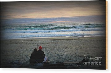 Beach Lovers Wood Print by Susan Garren