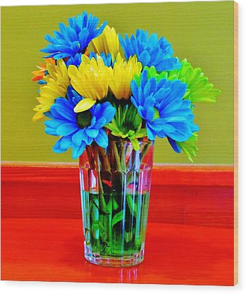 Beauty In A Vase Wood Print by Cynthia Guinn