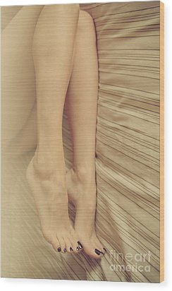 Beauty In Her Feet Wood Print by Tos
