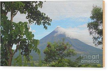 Beauty Of Mayon Wood Print by Manuel Cadag
