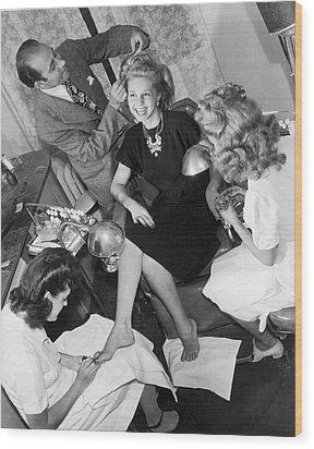 Beauty Salon Glamorizing Wood Print by Underwood Archives