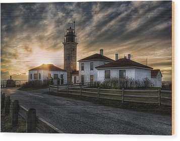 Beavertail Lighthouse Sunset Wood Print by Joan Carroll