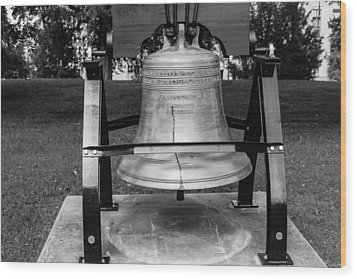 Wood Print featuring the photograph Bell At Tn State Capitol by Robert Hebert