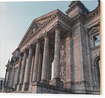 Berlin - Reichstag - Front - 02 Wood Print by Gregory Dyer
