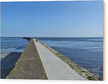 Berwick Pier And Lighthouse Wood Print