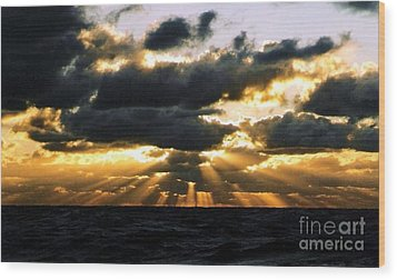 Crepuscular Biblical Rays At Dusk In The Gulf Of Mexico Wood Print