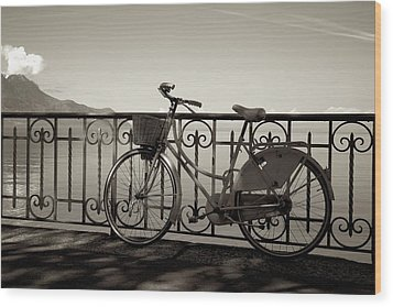 Bicycle Basket Fence Wood Print
