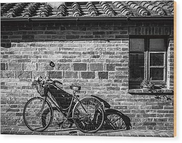 Bicycle In Black And White Wood Print by Clint Brewer