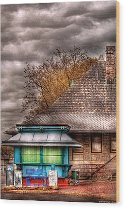 Bike - At The Train Station Wood Print by Mike Savad