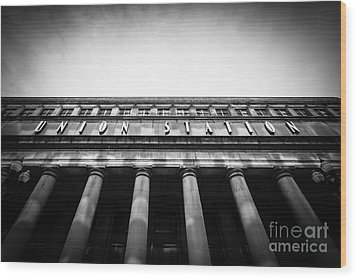 Black And White Chicago Union Station Wood Print by Paul Velgos