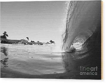 Black And White Santa Cruz Wave Wood Print by Paul Topp