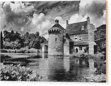 Scotney Castle In Mono Wood Print